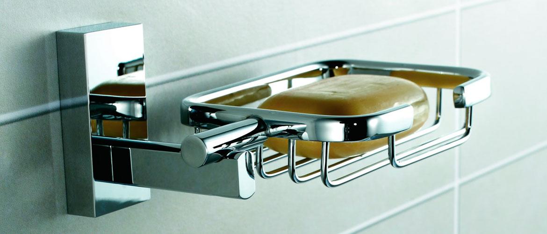 Accesorios de acero inoxidable en el baño
